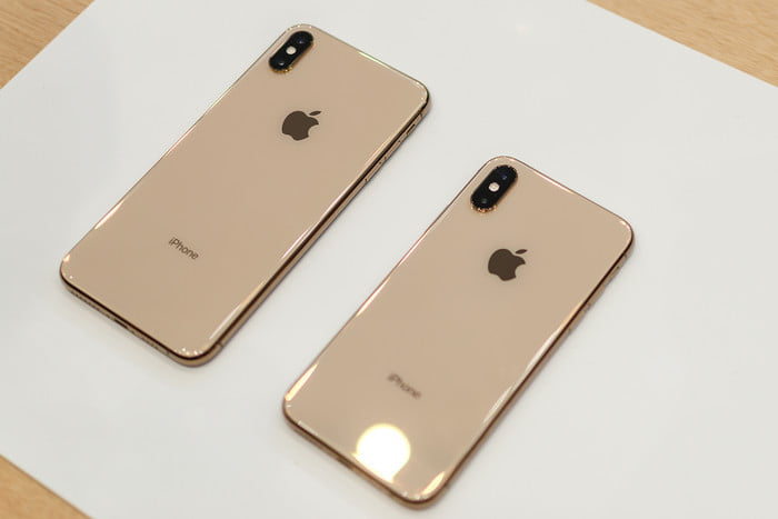 iyia 2019 - apple iphone xs xs max hands on 11 1 700x467 c - The 6th International Young Inventors Awards (IYIA) 2019