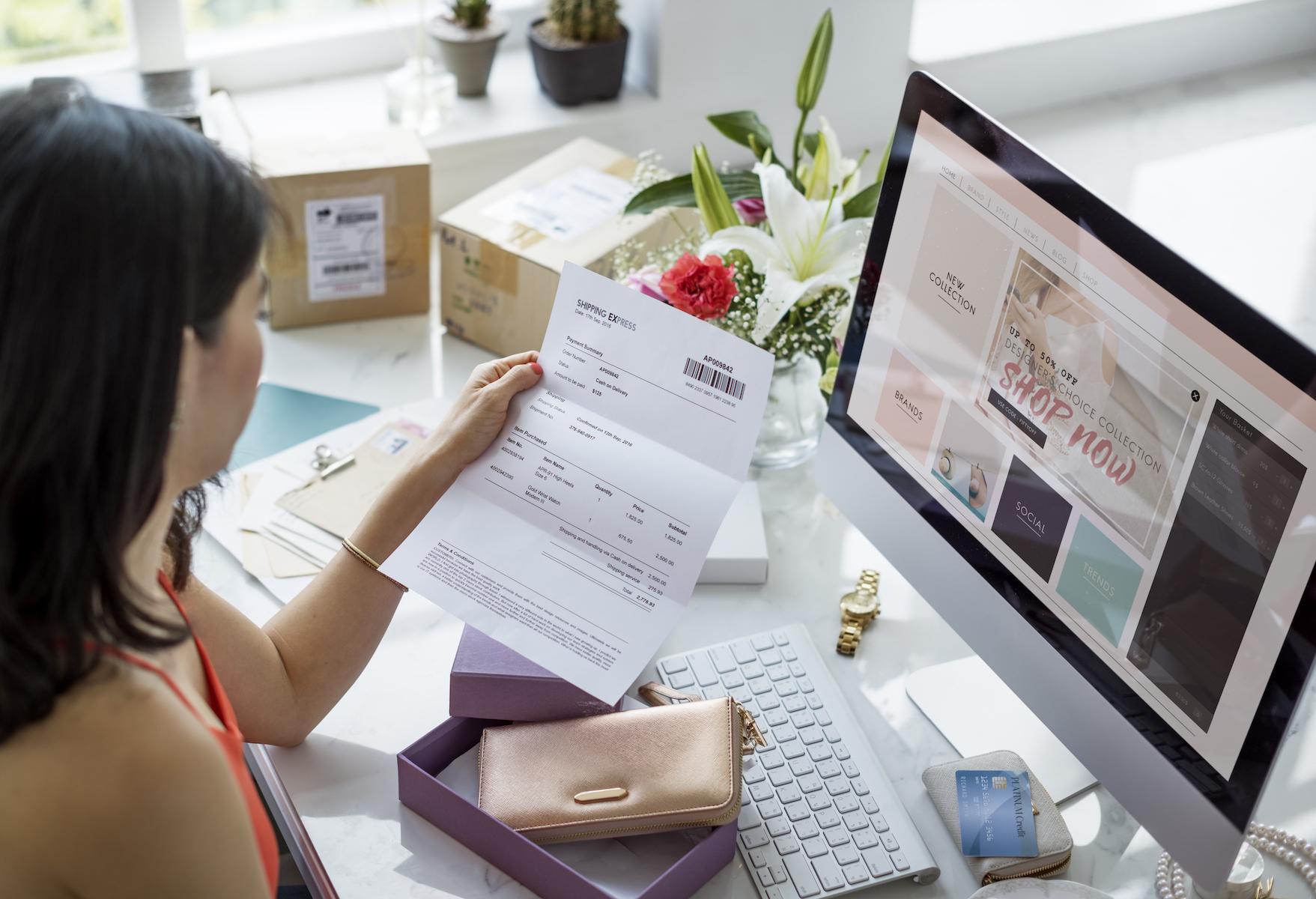 Women Shopping Online Shopaholics Purchase Concept Cara Menjadi Eksportir Pemula yang Sukses - women shopping online shopaholics purchase PMMWYU2 - Cara Menjadi Eksportir Pemula yang Sukses