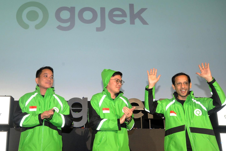 Pendiri dan CEO Grup Gojek Nadiem Makarim (kanan) bersama Co-Founder Kevin Aluwi (tengah) dan Presiden Grup Gojek Andre Soelistyo (kiri) meresmikan logo baru perusahaan di kantor pusat Gojek, Jakarta, Senin (22/7/2019). | Audy Alwi /Antara Foto teknologi big data - img 5d38417d13291 - Big Data : Teknologi yang Memudahkan atau Sekedar Mitos?