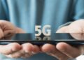 contoh ai - mobile phone smartphone with 5 g wireless high speed internet in hands of man creative big white t20 drWmlj 120x86 - 10 Contoh Artificial Intelligence dalam Kehidupan Sehari-hari