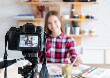 transaksi terakhir telkomsel - blogger blog female woman art online artist internet girl home business lifestyle technology hobby t20 drB613 350x250 - Cara Mengecek Transaksi Terakhir dari Kartu Telkomsel