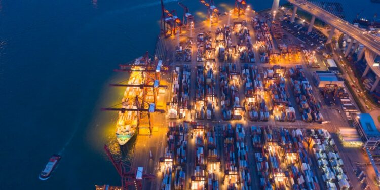 10 Penyebab Gagalnya Bisnis Ekspor - aerial top view of container cargo ship in the export and import business and logistics international t20 LzeXan 750x375 - 10 Penyebab Gagalnya Bisnis Ekspor