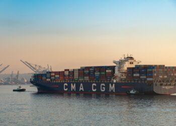 8 Manfaat Bisnis Ekspor bagi Negara Eksportir - large cargo shipping ship docking at port of seattle with cranes in late day sunset light rltheis t20 6l1XoO 350x250 - 8 Manfaat Bisnis Ekspor bagi Negara Eksportir
