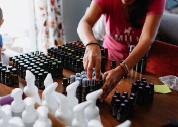 waspada 'pencurian' data pada whatsapp - small home based women s business sorting their essential oils products for customer delivery t20 Gg8vRE 350x250 - Waspada 'Pencurian' Data Pada WhatsApp
