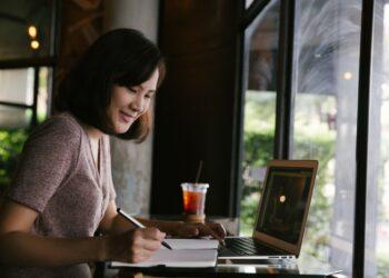 Cara Menjadi Eksportir Pemula yang Sukses - young business woman in casual dress sitting at table in cafe and writing in notebook t20 lRkA2b 350x250 - Cara Menjadi Eksportir Pemula yang Sukses