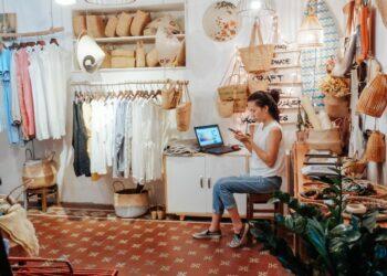 Cara Menjadi Eksportir Pemula yang Sukses - business shopping shopping shop small business stock entrepreneur local business mom and pop t20 4l9g4a 350x250 - Cara Menjadi Eksportir Pemula yang Sukses