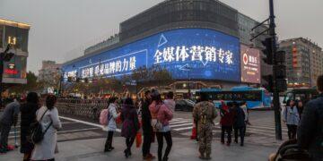 Tips Memulai Bisnis Ekspor Kecil-kecilan - intersection in hangzhou crosswalk urban life lifestyle traffic road evening asia t20 roOrYo 360x180 - Tips Memulai Bisnis Ekspor Kecil-kecilan