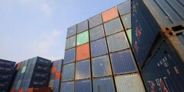 ekspor Tips Memulai Bisnis Ekspor Kecil-kecilan - shipping container site loading in logistic port warehouse storage for export and import business t20 ynAOEO 360x180 - Tips Memulai Bisnis Ekspor Kecil-kecilan