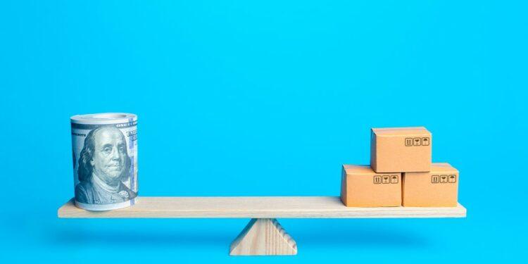 ekspor keuntungan ekspor - trade balance import export goods deal economy boxes market products exchange tax business concept t20 e9Ez6b 750x375 - 7 Keuntungan Bergelut di Dunia Ekspor