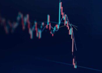 investasi cryptocurrency - bitcoin and cryptocurrency stock market exchange c 5LXTZFL 350x250 - Cryptocurrency. Peluang Investasi atau Jebakan?